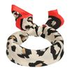 Rotes Tuch mit Leopardenmuster
