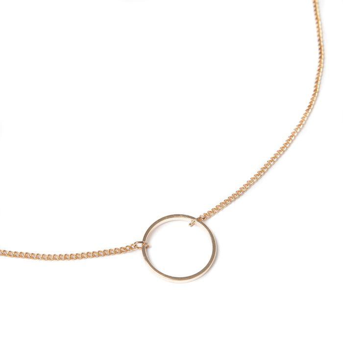 Collier doré avec cercle