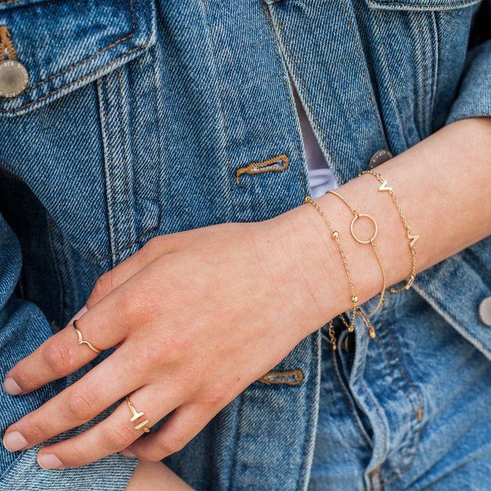 Bracelet doré avec cercle