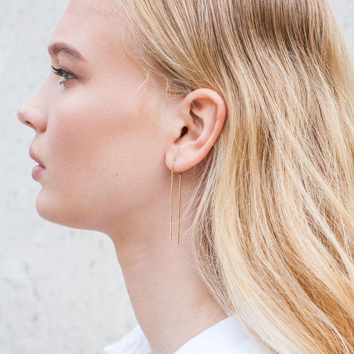 Boucles d'oreille traversantes avec petite barre - doré