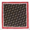 Schwarz-rotes Tuch mit Leoparden-Aufdruck