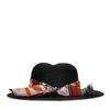 Schwarzer Hut mit Tuch