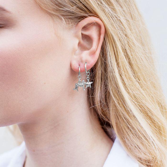 Silberfarbene Ohrringe mit Leopard