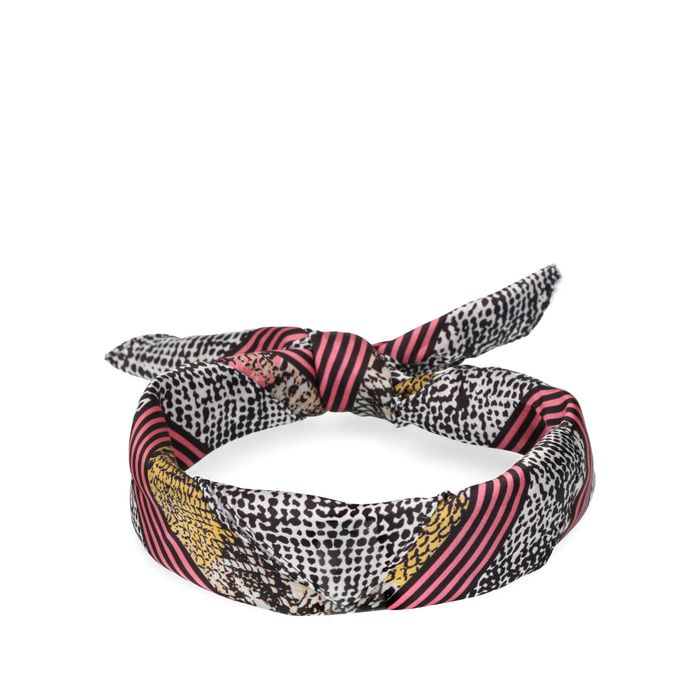 Grijs met roze sjaaltje met snakeskin