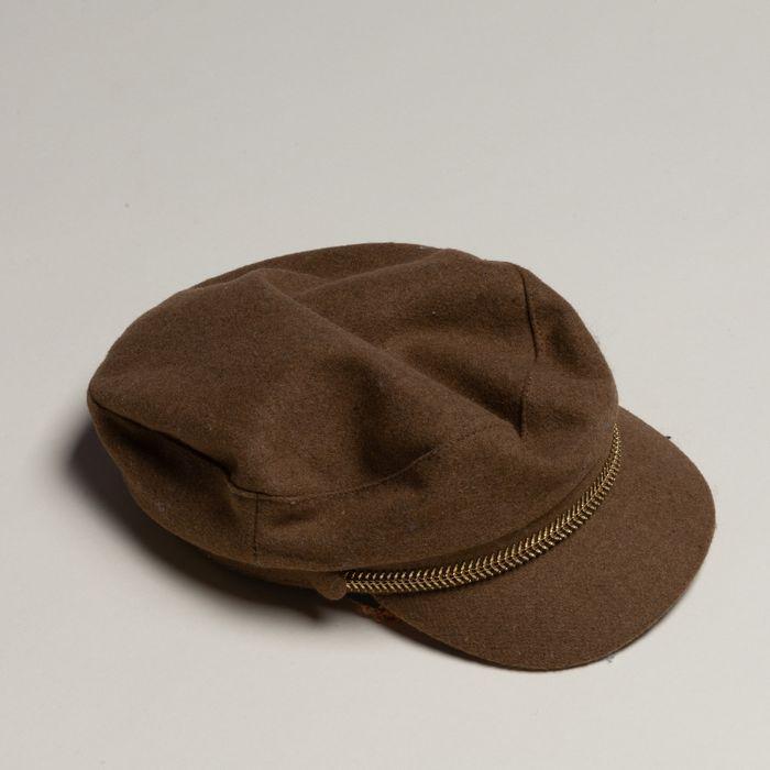 Camelbraune Boy Cap mit goldenen Details