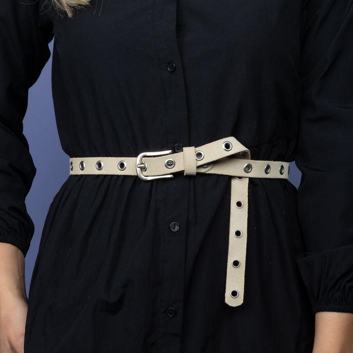 Off white riem met zilverkleurige ringen