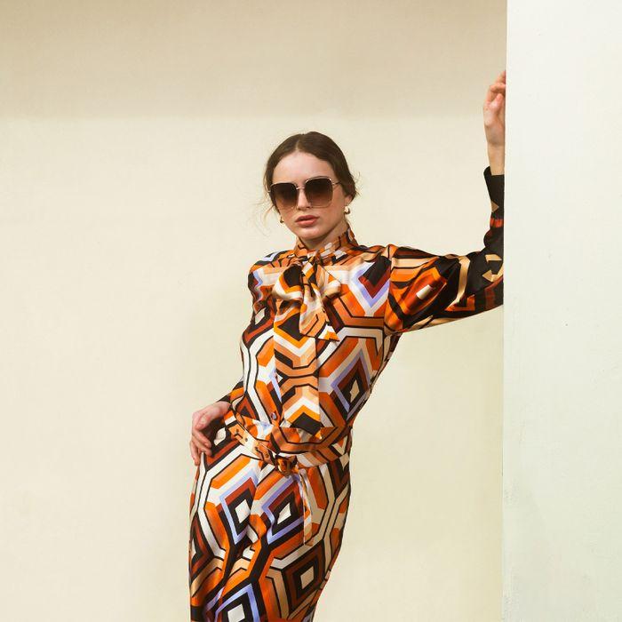 Eckige goldfarbene Sonnenbrille