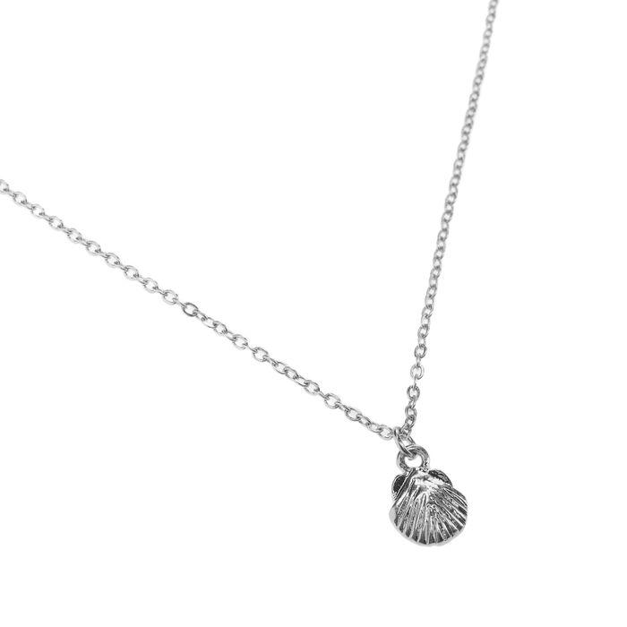 Zilverkleurige ketting met schelpje