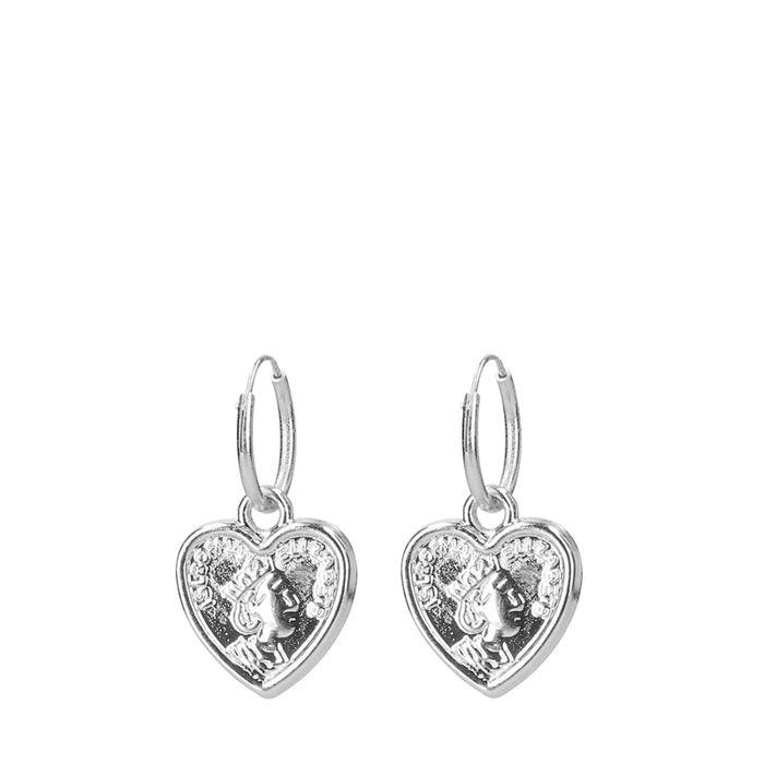 Zilverkleurige oorbellen met hartvormige hanger