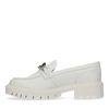 Beige loafers met zilverkleurige chain