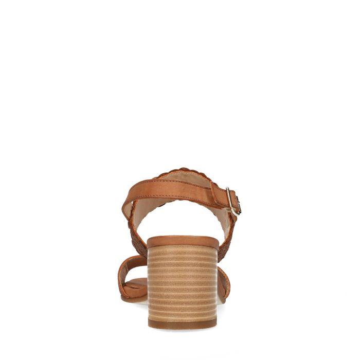 Bruine sandalen met gevlochten detail