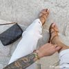 Cognac leren sandalen met gekruiste bandjes
