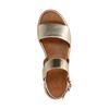 Gouden sandalen met plateau zool