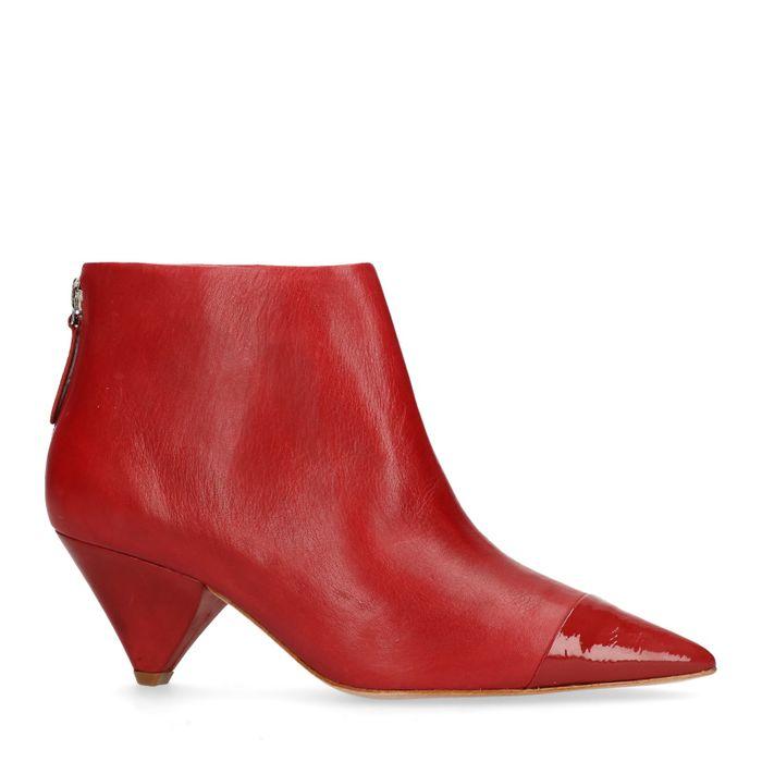 Rode enkellaarsjes met trechterhak
