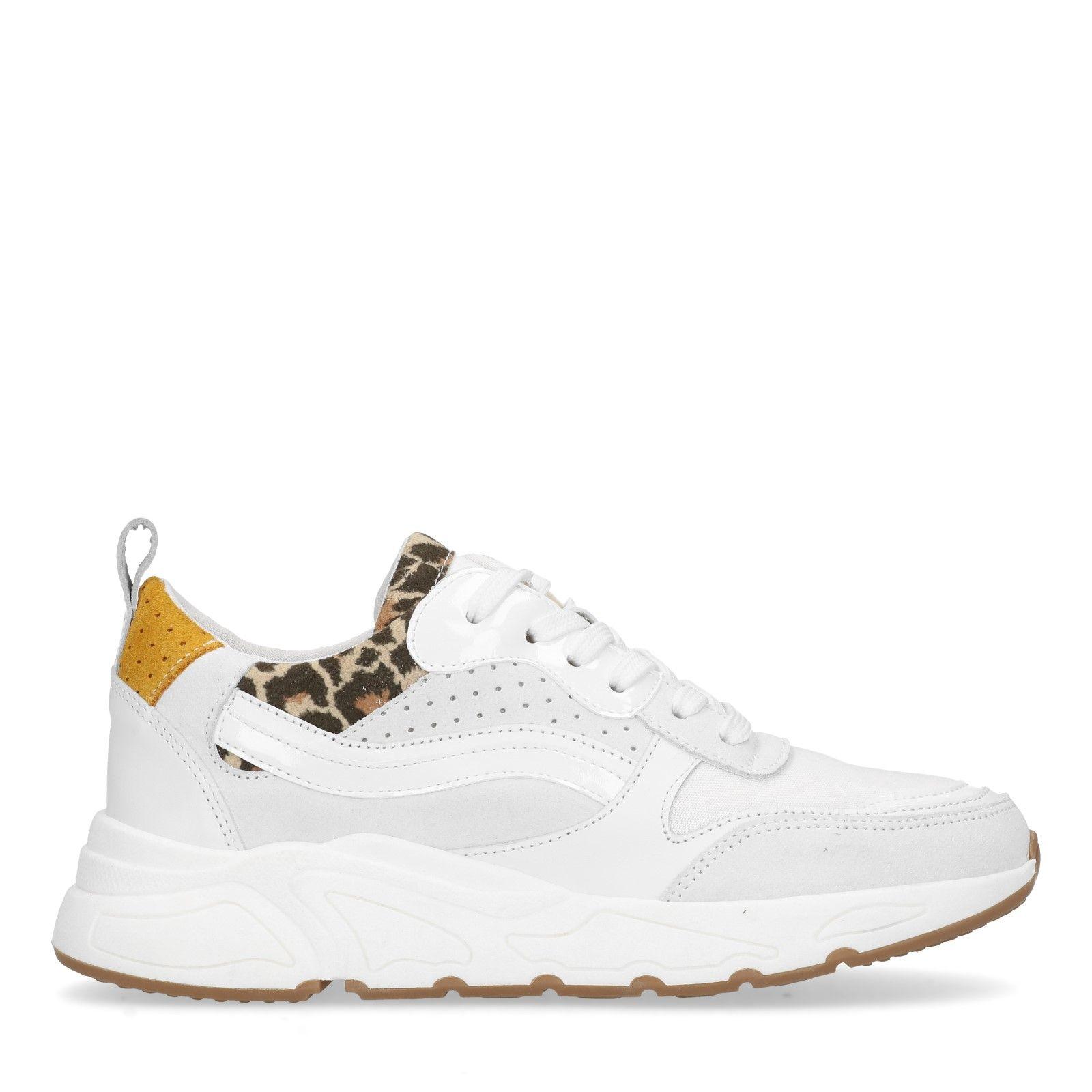 Sacha Witte dad sneakers met details