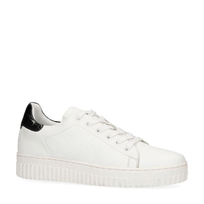 Witte sneakers met lak detail