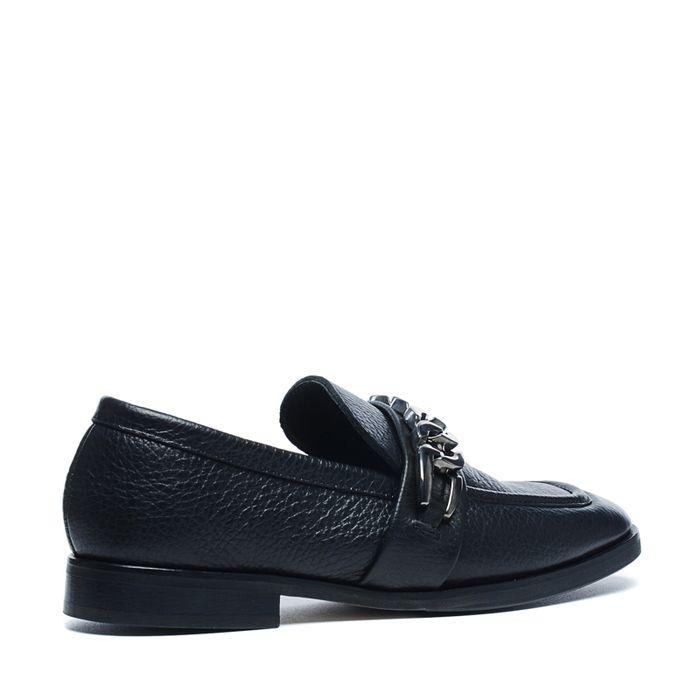 Zwarte loafers met metalen detail