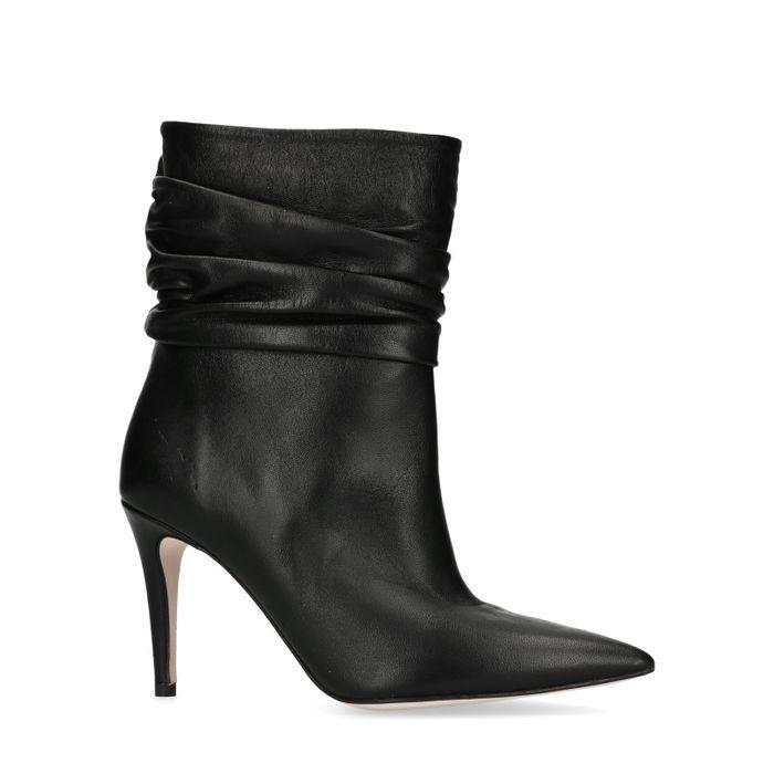 Zwarte korte laarzen met naaldhak