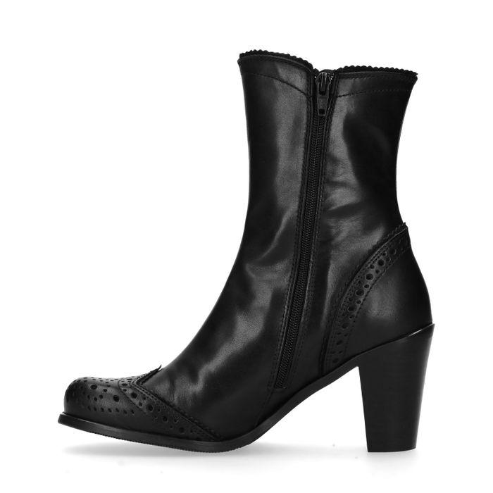 Zwarte korte laarzen met perforaties en hak
