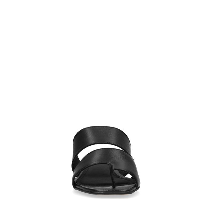 Zwarte slippers met kleine hak