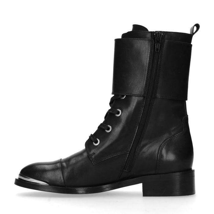 Biker boots met buckles
