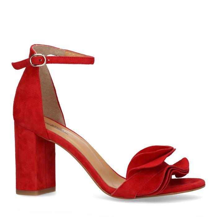 Rode sandalen met hak en ruffles