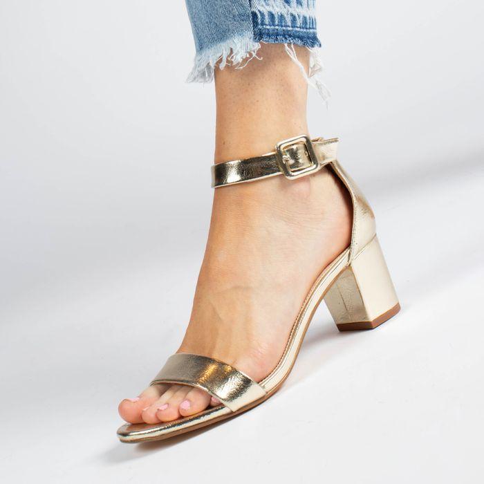 Gouden sandalen met hak