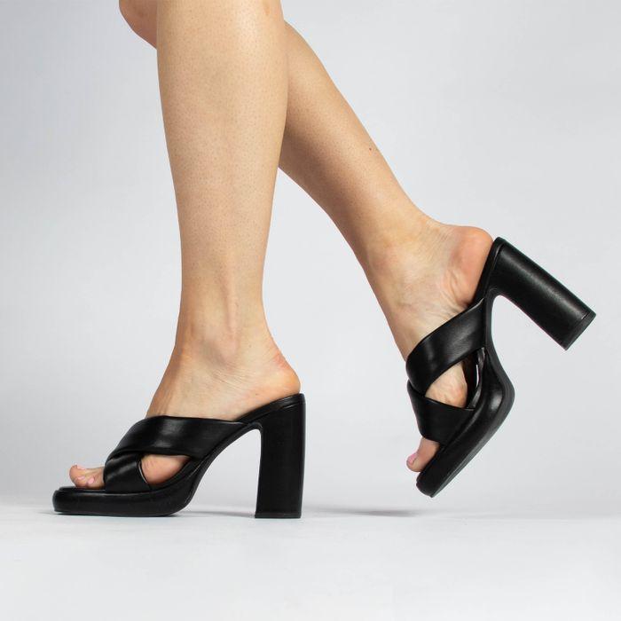 Zwarte muiltjes met hoge hak