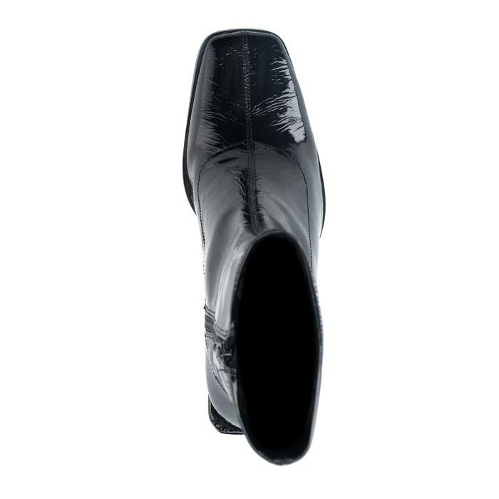 Zwarte enkellaarsjes met lak look