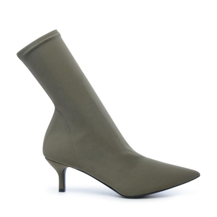 Khaki sock boots met kittenheel