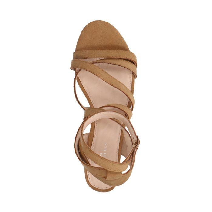 Sandales en daim avec talon bas - marron