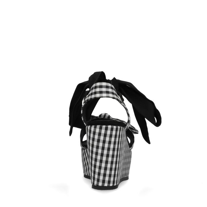 Sandales à talon compensé avec imprimé à carreaux noir et blanc