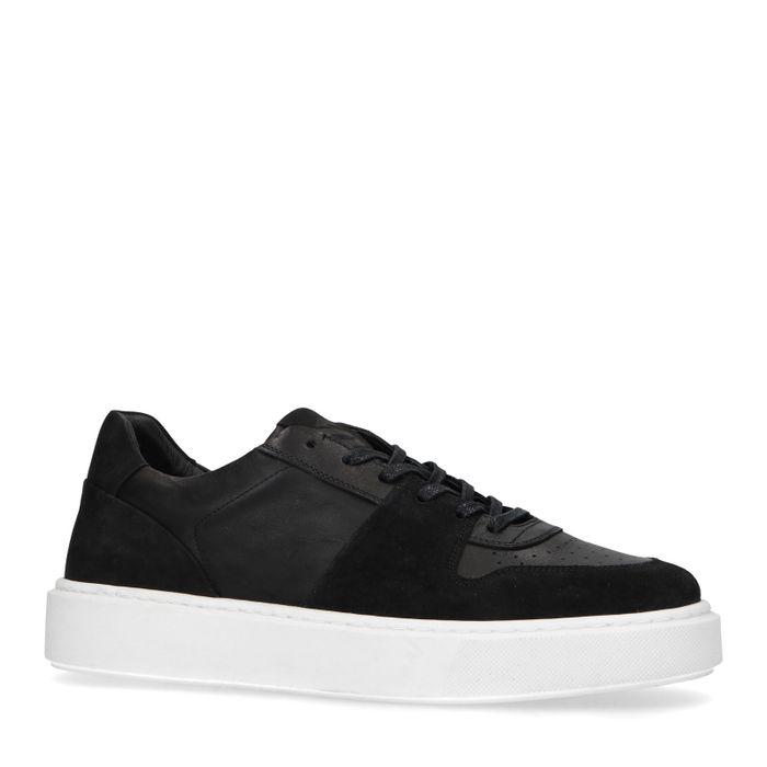 Zwarte leren sneakers met witte zool