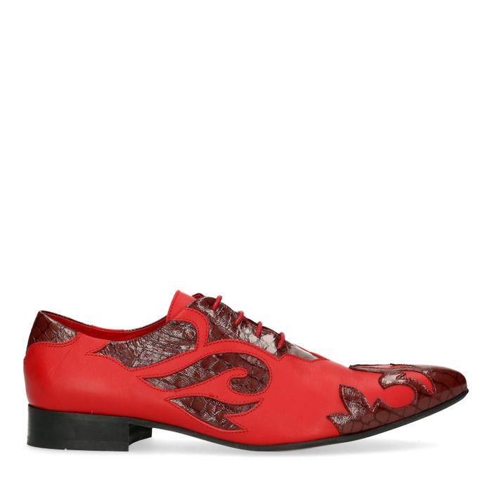 Rode veterschoenen met vlammen