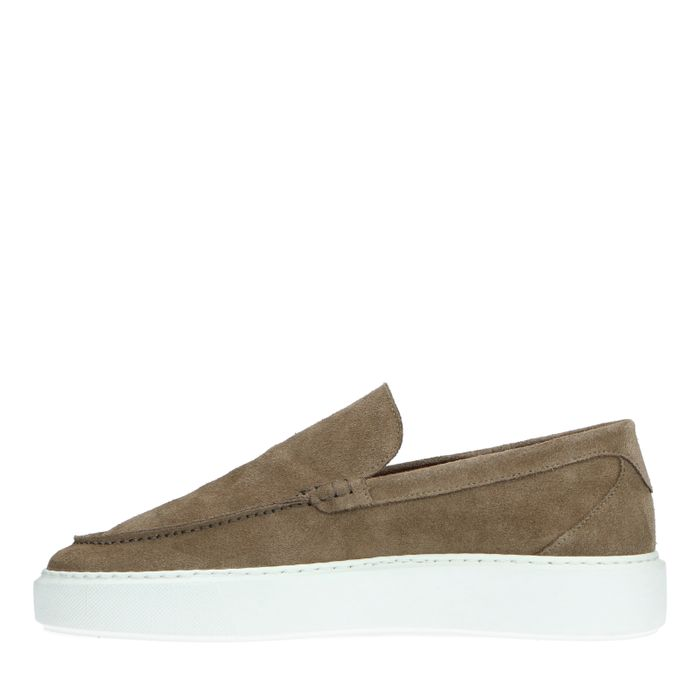 Camel loafers met witte zool
