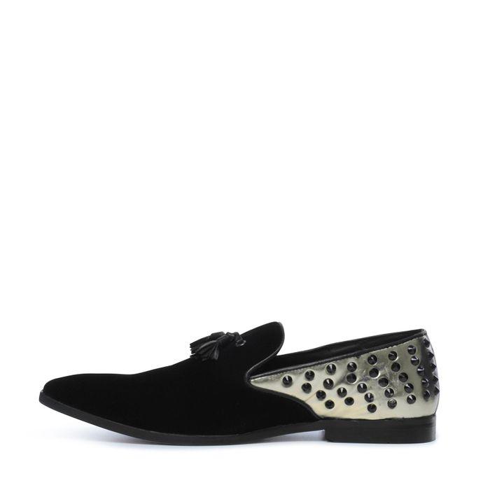 Zwarte loaferes met gouden details en studs