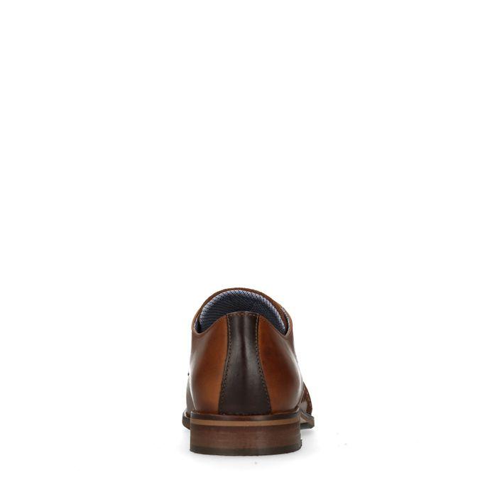 Cognacfarbene Schnürschuhe mit Stickerei
