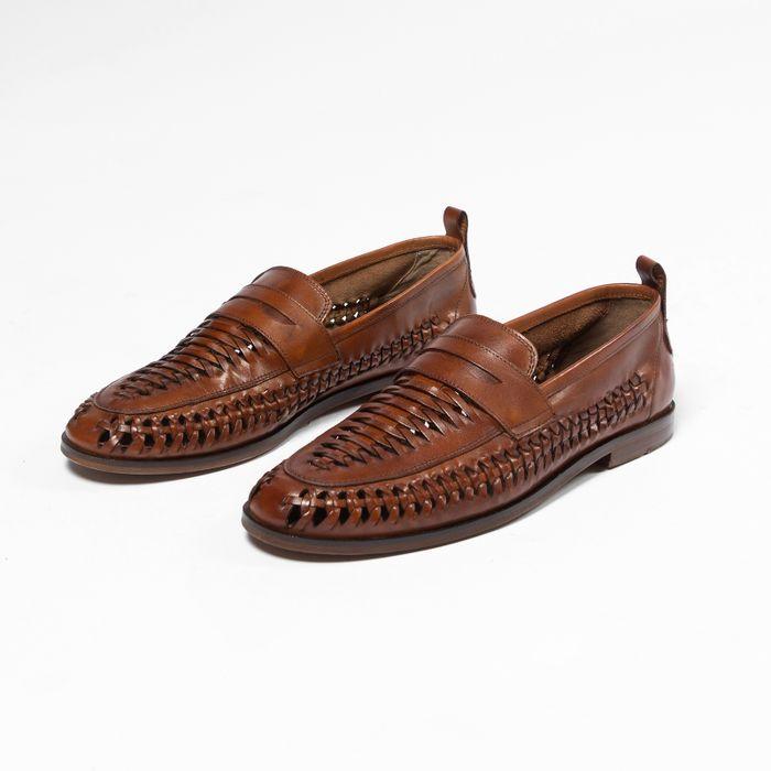Geflochtene cognacfarbene Slip-ons