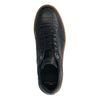 Dunkelblaue Sneaker mit brauner Sohle