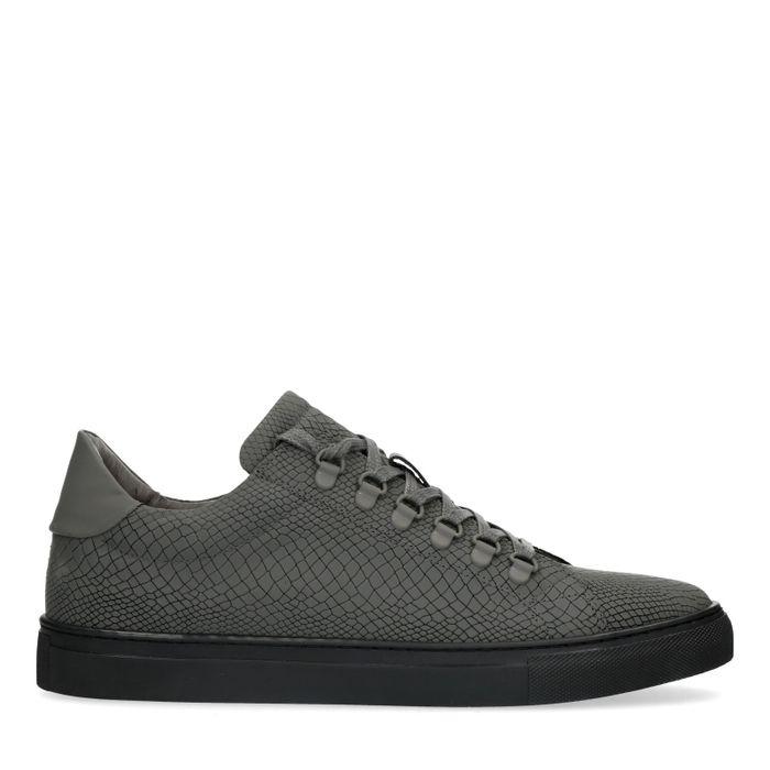 Graue Sneaker mit schwarzer Sohle
