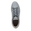 Graue niedrige Sneakers mit Schlangenhaut