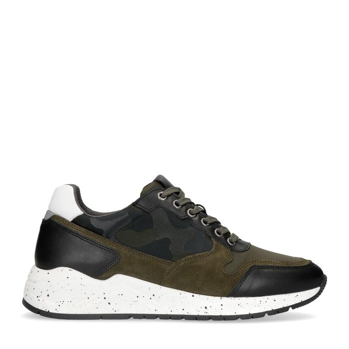 Dunkelgrüne Sneaker mit Military-Muster