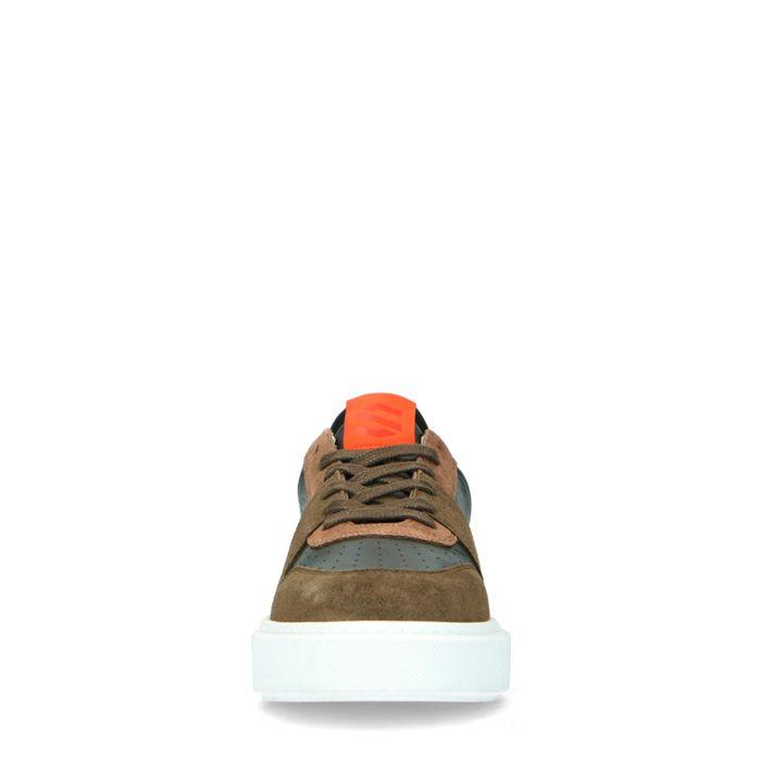 Grüne Ledersneaker mit orangefarbenen Details