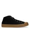 Hohe schwarze Sneaker