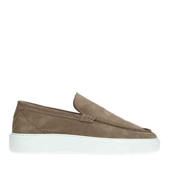 Camelfarbene Loafer mit weißer Sohle