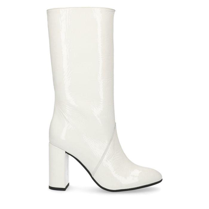 Sacha x Goldiloks Weiße Lack-Stiefel mit Absatz