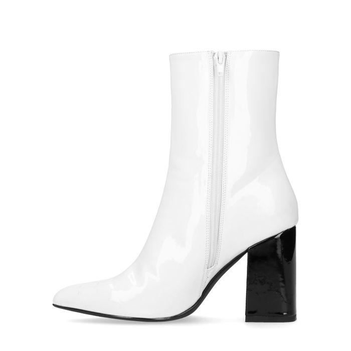 Schwarz-weiße Lack-Stiefeletten mit Absatz