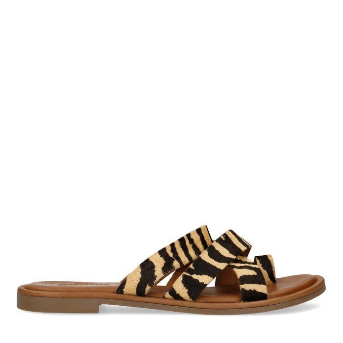 Braune Sandalen mit Tigermuster