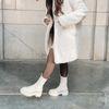 Lattefarbene Chelsea Boots aus Leder mit Detail