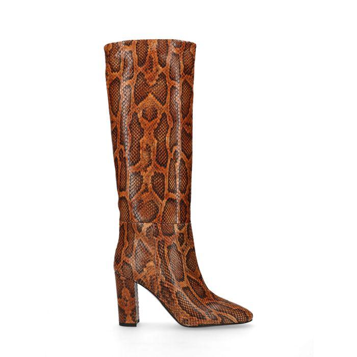 Hohe braune Stiefel mit Absatz und Schlangenmuster